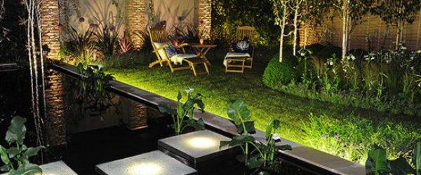 Comparativa 4 mejores focos solares para el jardín