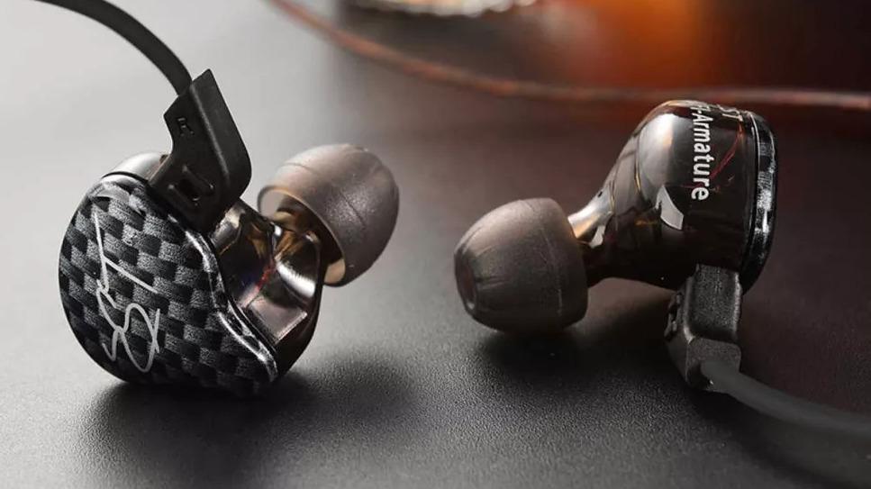 Los mejores auriculares baratos: auriculares internos Dilvpoetry KZ ZST Dynamic Hybrid Dual Driver