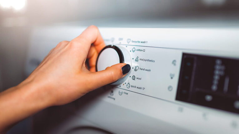10-formas-de-ahorrar-energia-al-lavar-la-ropa.jpeg