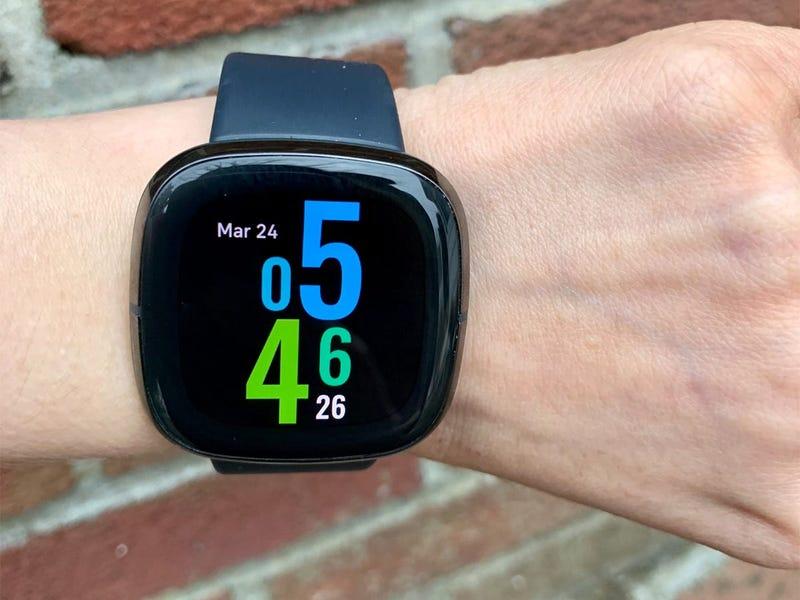 Diseño y pantalla de Fitbit Sense